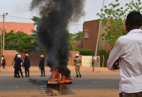 Universités fermées, gouvernement et étudiants polémiquent sur les étudiants décédés
