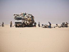 une-vingtaine-de-migrants-dont-une-fillette-secourus-a-agadez