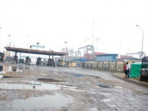 nigeria-le-ministere-des-travaux-dangote-industries-flour-mills-of-nigeria-et-la-npa-vont-rehabiliter-la-wharf-road-a-lagos