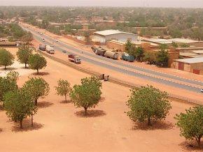 niger-plus-de-40-milliards-fcfa-de-la-bid-la-badea-et-du-fkdea-pour-des-projets-d-infrastructures-routieres